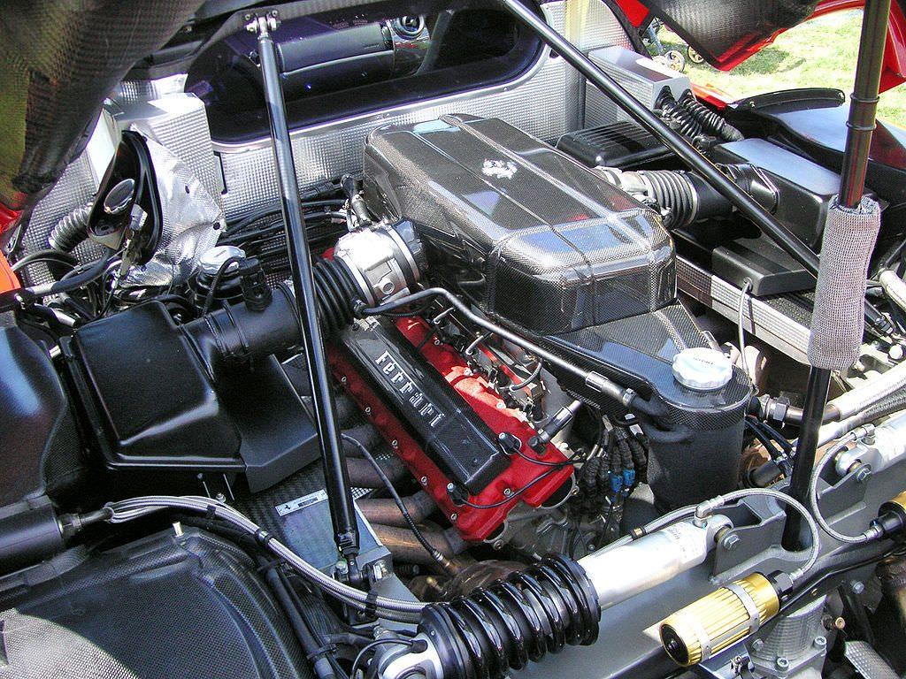Enzoフェラーリのエンジン内部