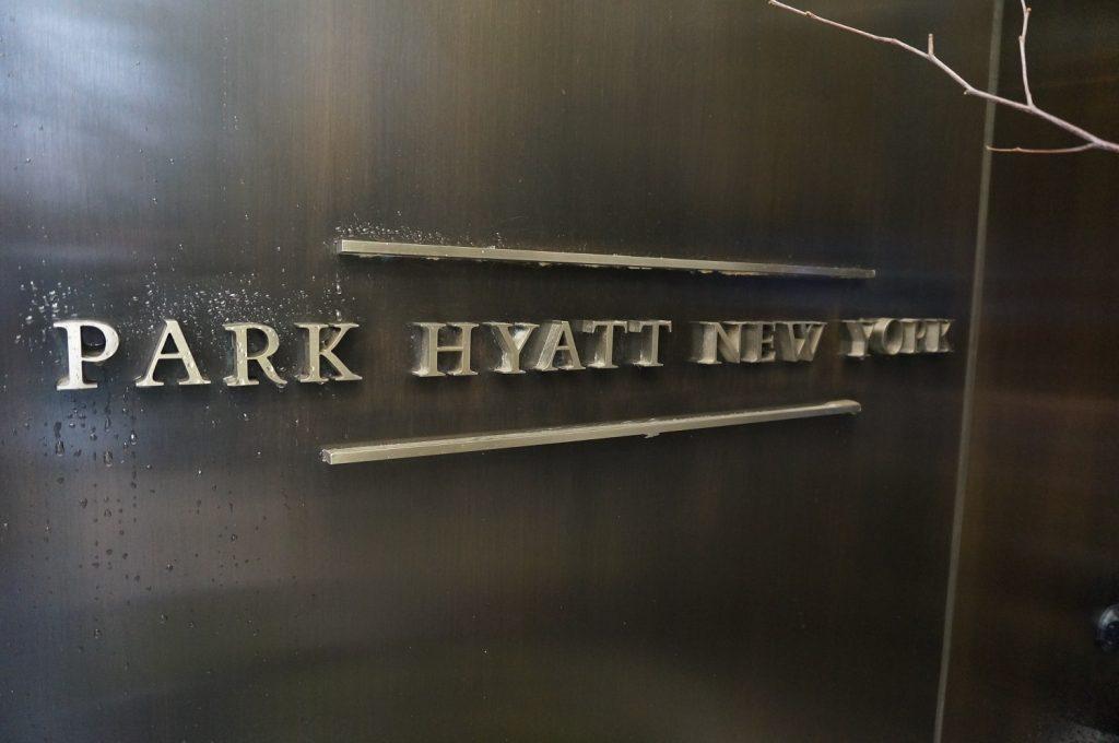 パークハイアットニューヨークのロゴ看板
