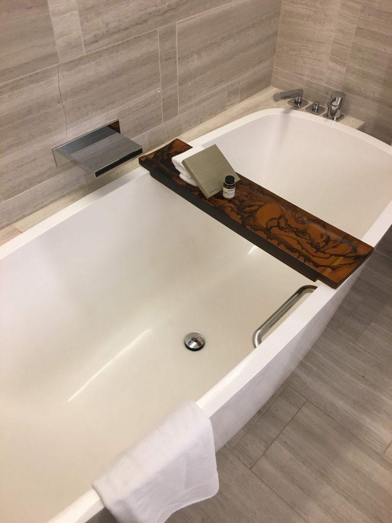 パークハイアットニューヨーク客室・バスルームのバスタブ