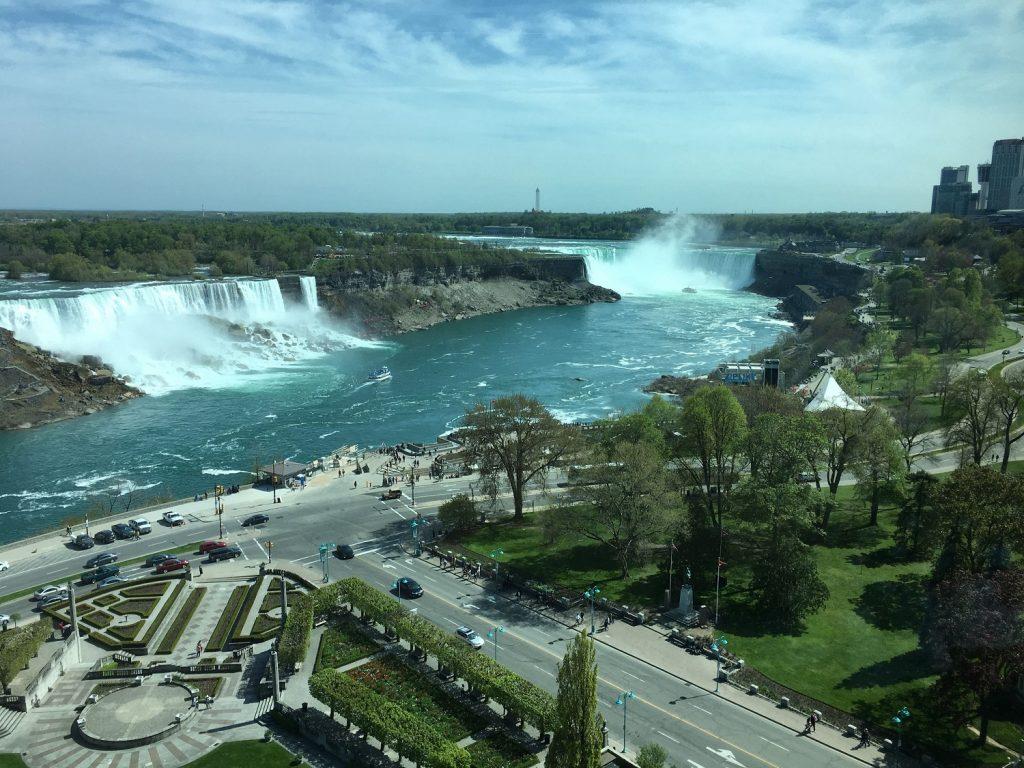 シェラトンオンザフォールズ・ホテル[Sheraton On The Falls]【ナイアガラの滝そばのホテル/カナダ・オンタリオ州】
